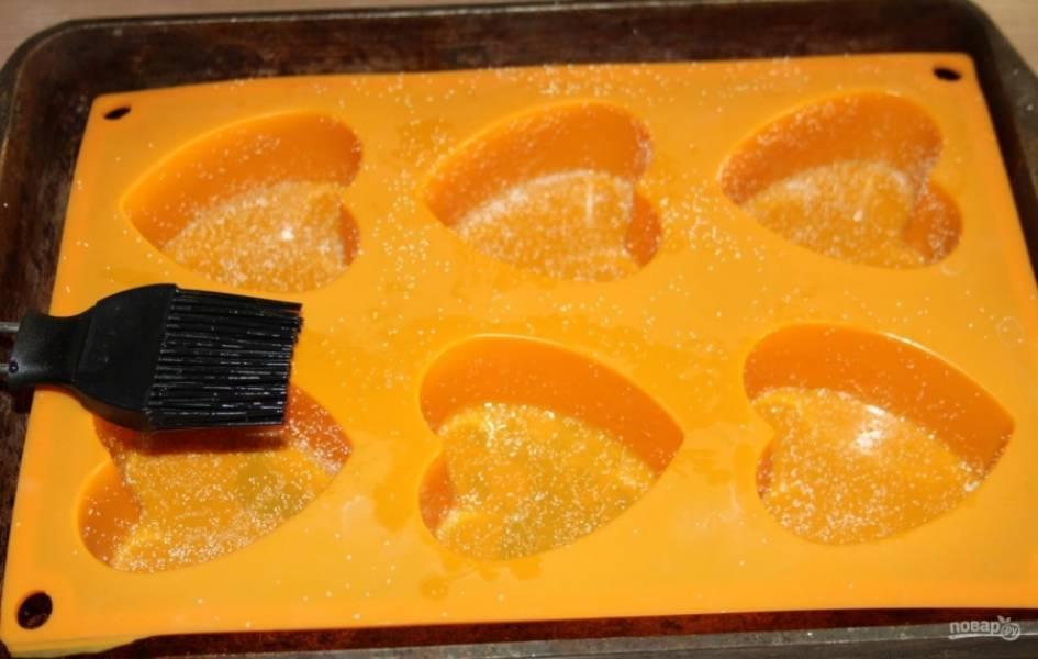 4.Специальные формочки для выпекания смазываю растительным маслом без сахара.
