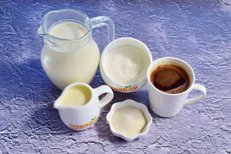 Заварите крепкий кофе. На 200 мл воды 2 ч. л. натурального с/молотого кофе.