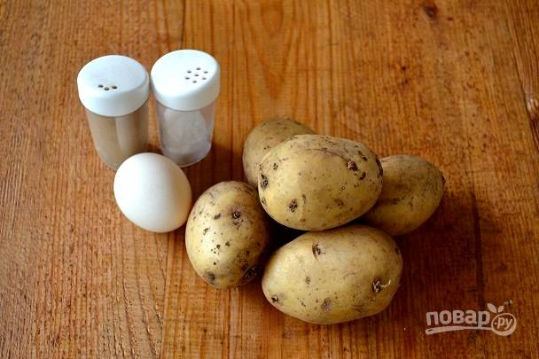 Я не добавляю в драники ничего, кроме яйца, соли и перца.