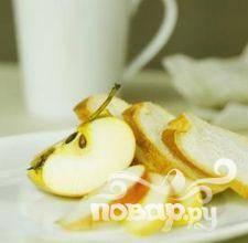 3.Яблоко и грушу очистить от серединки и порезать на произвольные сегменты.