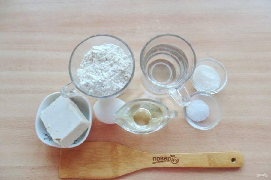 Подготовьте ингредиенты для приготовления лепешек.
