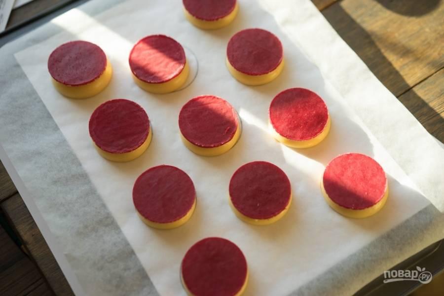 Уберите получившиеся изделия в духовку при 175 градусах на 30-40 минут до румяности. НЕ ОТКРЫВАЙТЕ ДВЕРЦУ, иначе пирожные упадут.