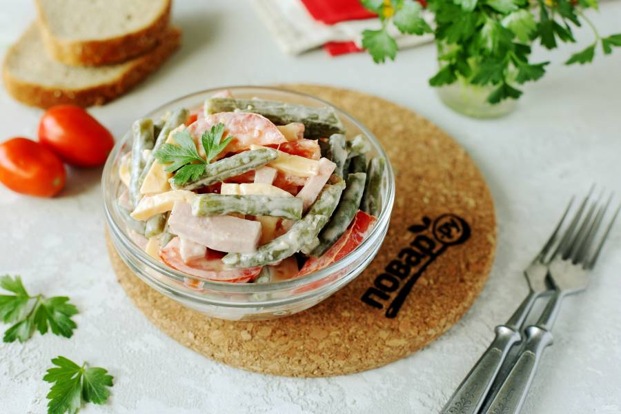 Салат со стручковой фасолью и ветчиной