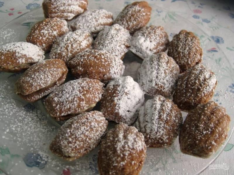 14.Выложите печенье в тарелку и посыпьте немного сахарной пудрой. Приятного аппетита!