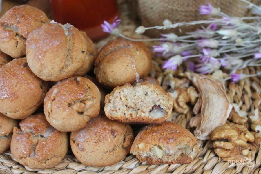 Вкусные пряники с орехами и медом готовы. Подаем к чаю. Приятного аппетита!