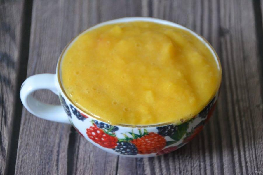 Отмерьте один стакан персикового пюре.