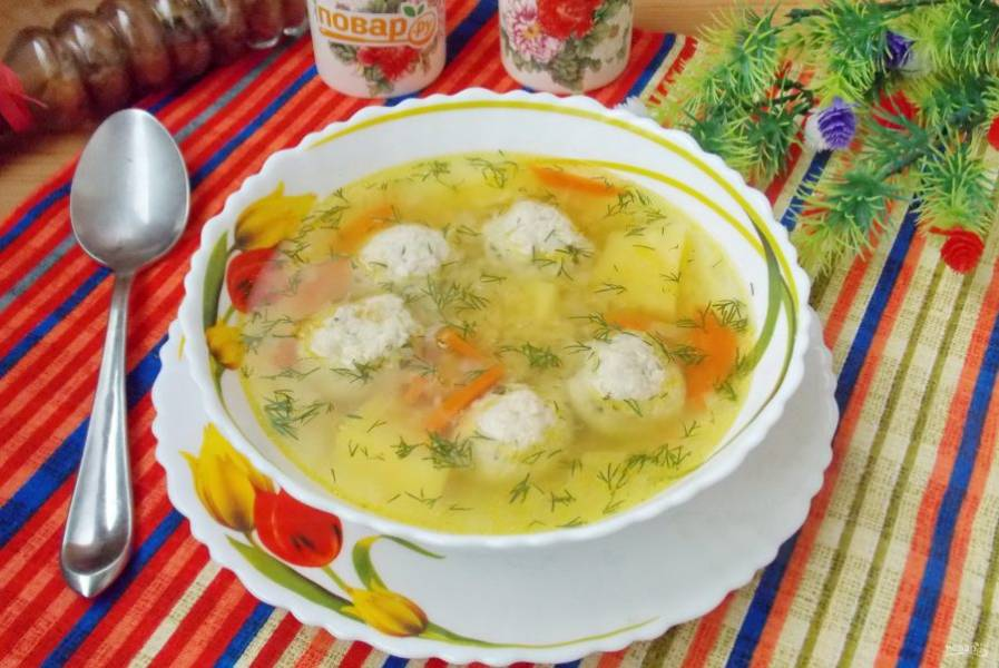 Суп с желтой чечевицей готов. Подавайте на обед.