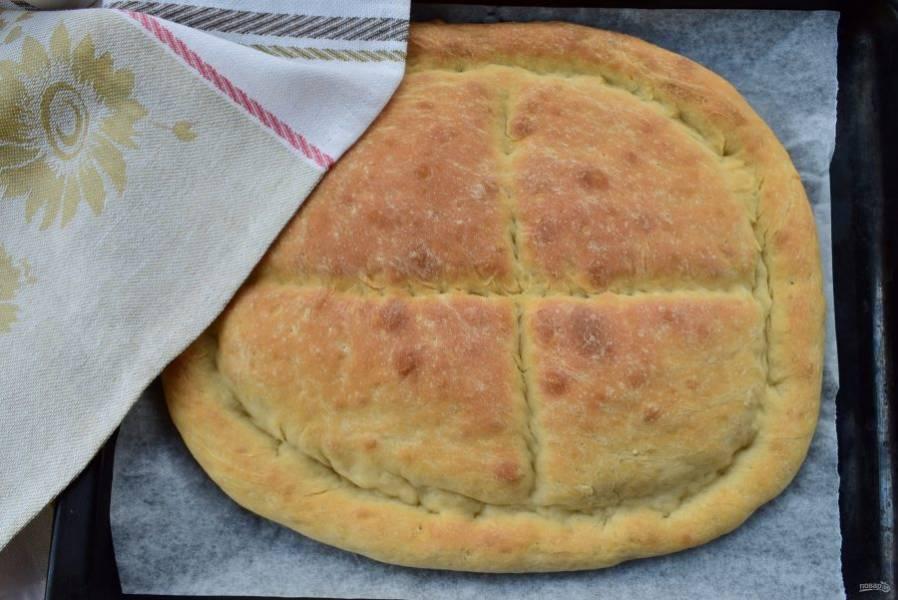 Готовый хлеб остудите, накрыв х/б полотенцем.
