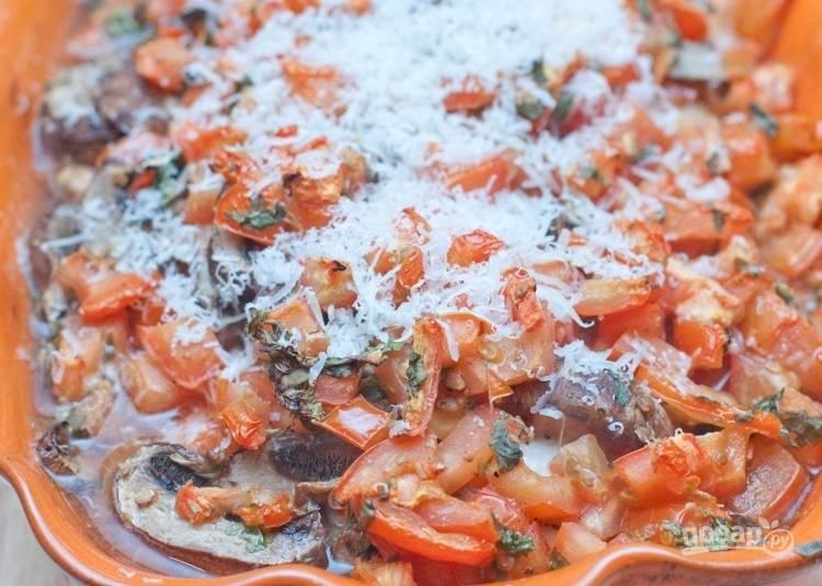 8.Натрите на терке сыр и посыпьте им готовое блюдо.
