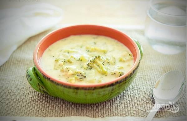 7. Готовый детский суп-пюре получается очень нежным и насыщенным. Подавайте его горячим, а также приготовьте много гренок с чесноком. Очень вкусно и питательно! Балуйте себя, своих детей и родных!