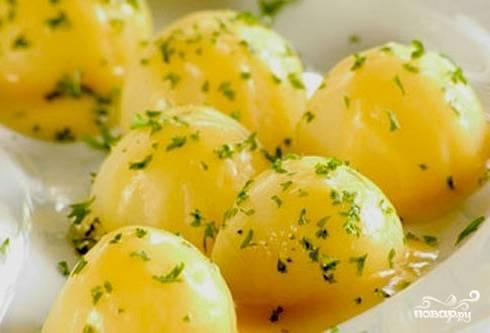 Вареная картошка с зеленью