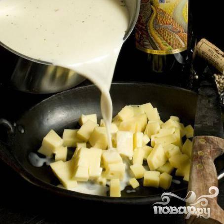 Затем, перелейте в миску с сыром.