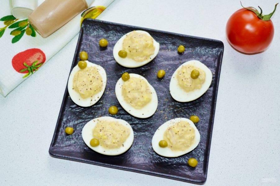 Вот и все, яйца фаршированные тунцом можно подавать к столу. Приятного аппетита!