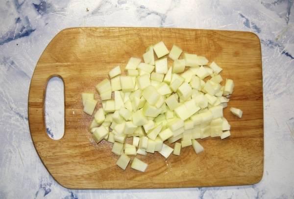 То же самое можно сказать и про кабачок, правильно нарезанный кубиками, кабачок не только придаст дополнительного смака вашему блюду, но и украсит его.