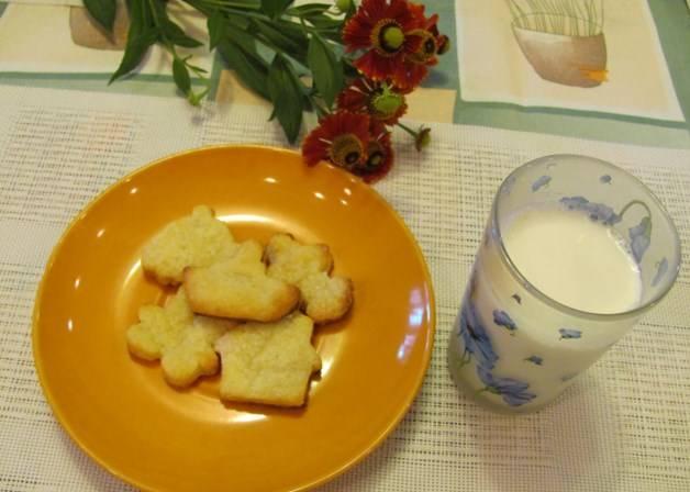 Подавайте готовое печенье из простого творожного теста с молоком или чаем. Приятного аппетита!