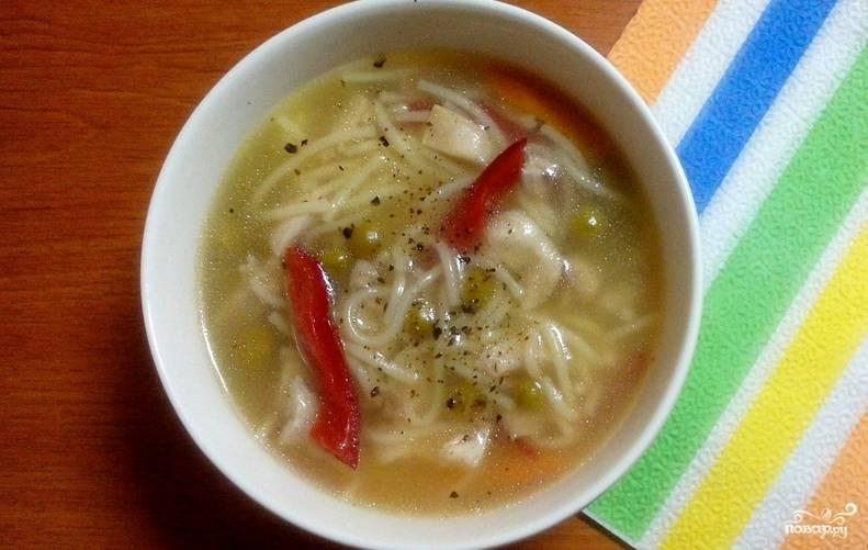 Перед подачей на стол даем супу настояться под крышкой 10 минут. Приятного аппетита!