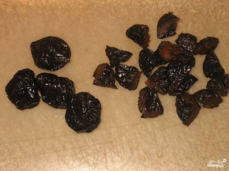 Крупные сухофрукты 9курагу, чернослив, инжир) нарезать на небольшие кусочки. Это, конечно, необязательное условие, но есть так будет удобнее:).