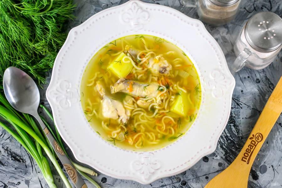 Диетический куриный суп с вермишелью