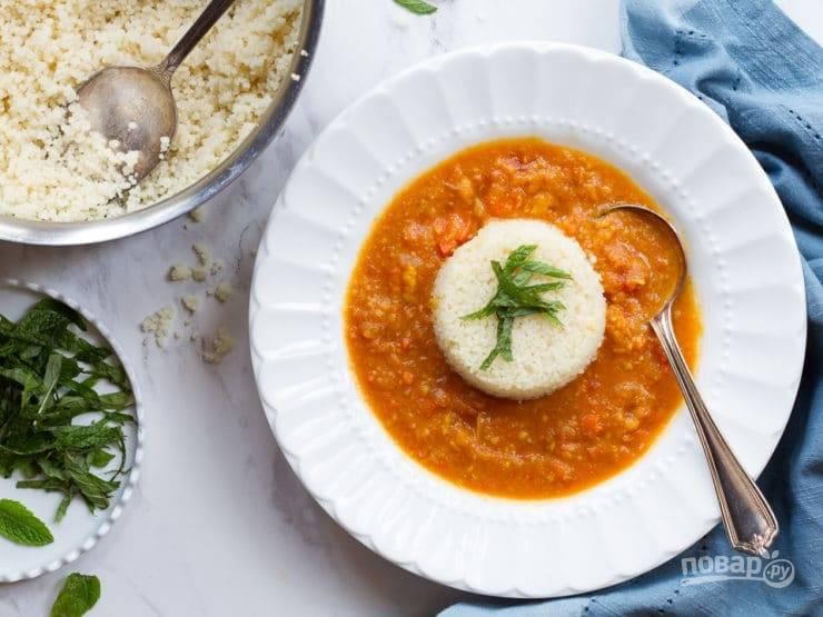 6. В готовый суп добавьте цедру и сок лимона. В центр выложите кус-кус с мятой. Приятного аппетита!