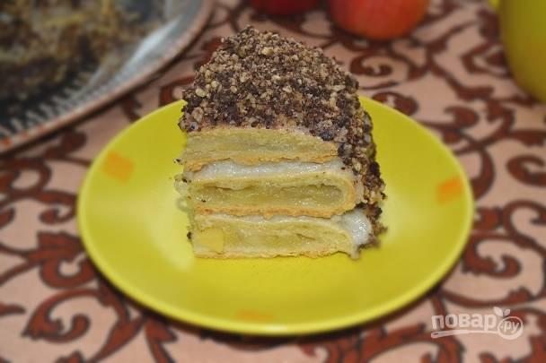 Получился вот такой яблочный торт с коричным кремом. Приятного чаепития!