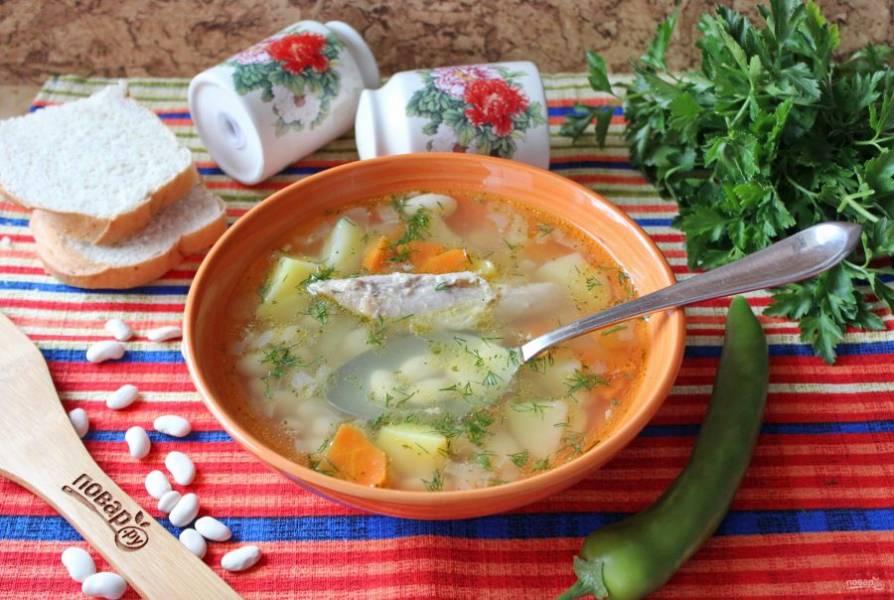Замечательный фасолевый суп подавайте с кусочком отварной индейки. Приятного аппетита!