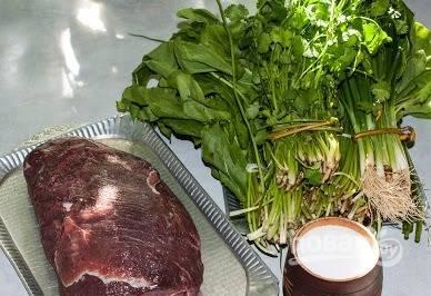 1. Со щавелем отлично сочетается именно говядина. В тушеном виде это потрясающее блюдо, к которому на гарнир подойдет любая каша. Итак, сразу готовим мясо.