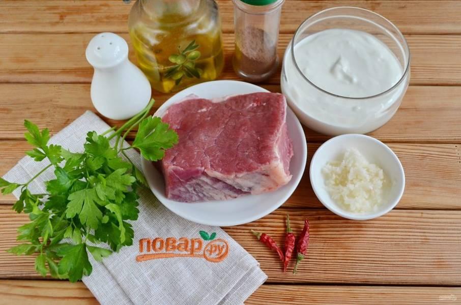 Подготовьте продукты. Вымойте мясо и отварите его до готовности, у меня на это ушло примерно 2,5 часа. Дайте говядине остыть.