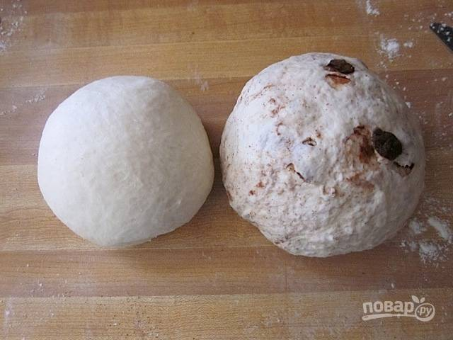 7.Оба вида теста сформируйте в шарики и оставьте на 45-60 минут при комнатной температуре.