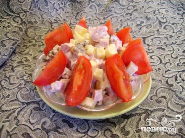 Салат из ветчины, сыра и грибов
