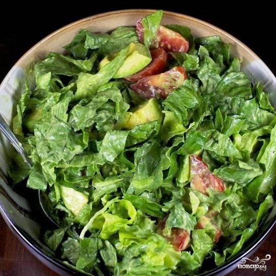 Перемешиваем - и наш сыроедческий салат с помидорами и авокадо готов. Приятного аппетита! :)