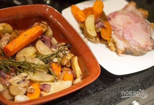 Овощи можно подать к мясу кусочками, а можно приготовить из них пюре.