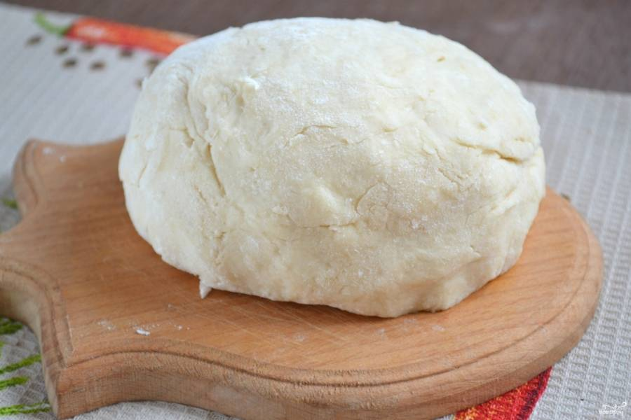 Тесто готово. Его можно использовать для приготовления пирожков, вареников и пельменей, постных пирогов.