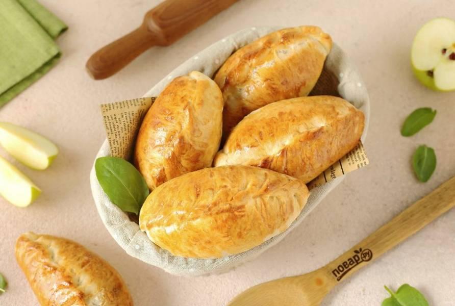 Пирожки с яблоками и щавелем готовы. Приятного аппетита!