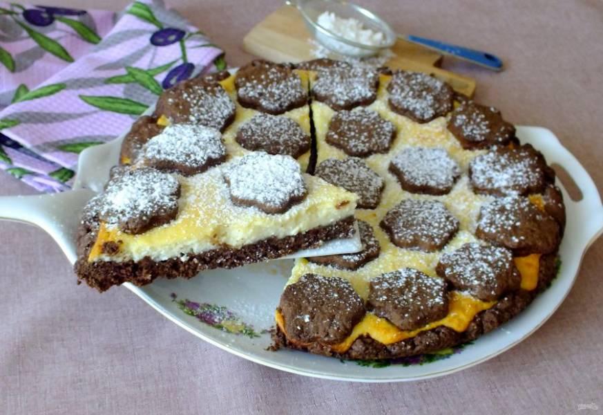 Пирог, по желанию, можно посыпать сахарной пудрой. Приятного аппетита!