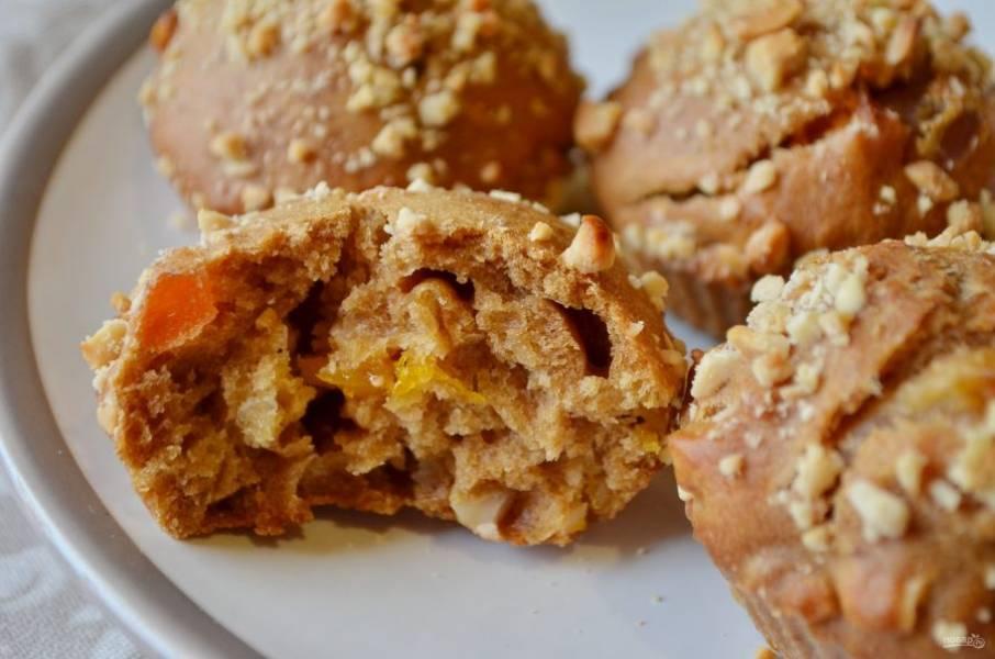 10. Угощайтесь вкусными постными кексиками! Внутри они не похожи на бисквитные, но все же пористые.