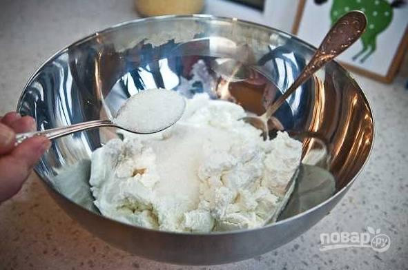 3. Добавьте соль и сахар.