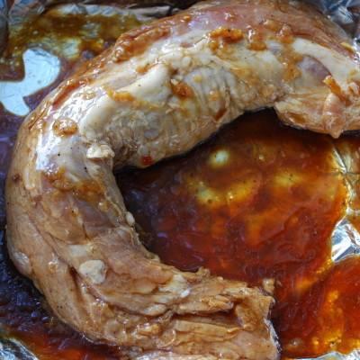 3. Мясо можно полчаса подержать в соевом соусе, чтобы промариновать и придать ему особый вкус.