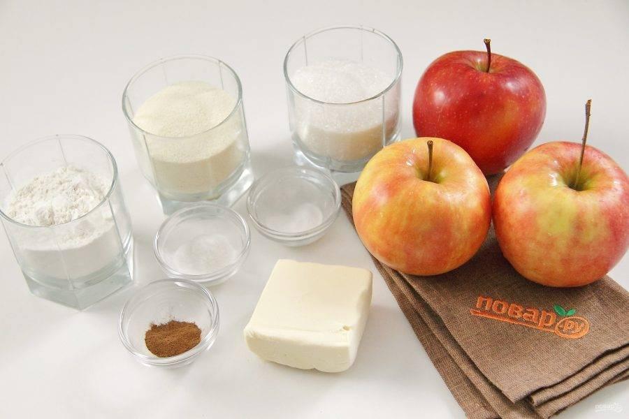 Подготовьте все ингредиенты. Сливочное масло заранее заморозьте, чтобы его легко можно было потом натереть на терке.