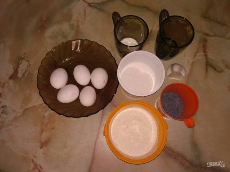 Все продукты необходимые для приготовления бисквита должны быть комнатной температуры. Перед непосредственным началом приготовления теста необходимо разогреть духовку до 180 градусов.