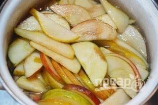 5. Дождитесь пока яблоки пустят сок.