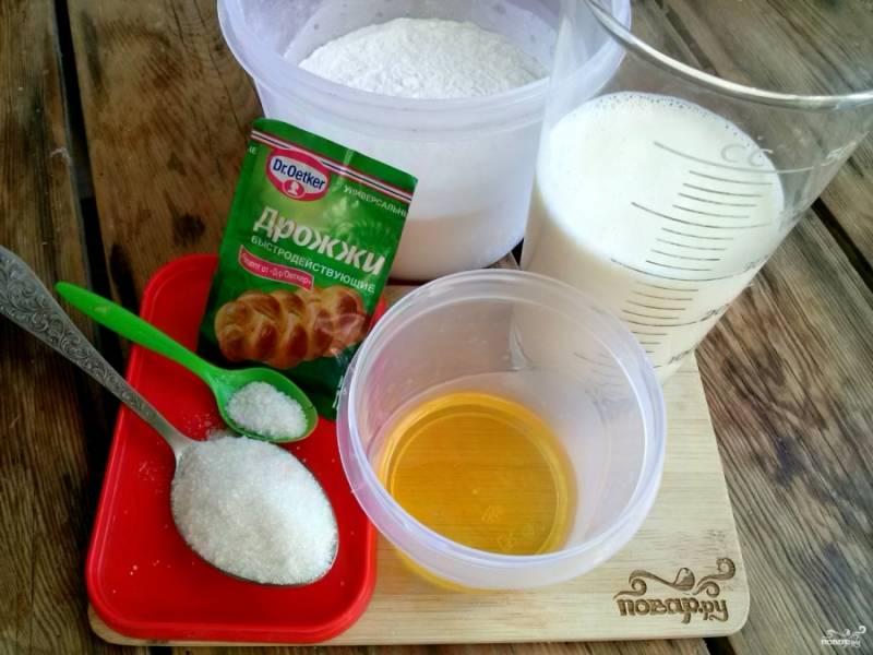Вот необходимые нам ингредиенты. Перед приготовлением соберите все составляющие по рецепту, отмерьте нужное количество.