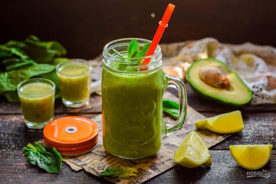Смузи с авокадо и шпинатом