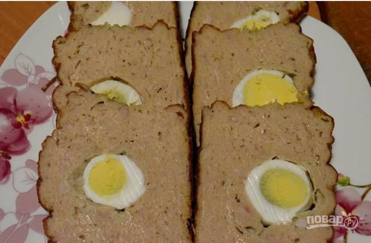 7. Когда мясной хлебец остынет через 2 часа, его можно вынимать из формы и подавать на стол.