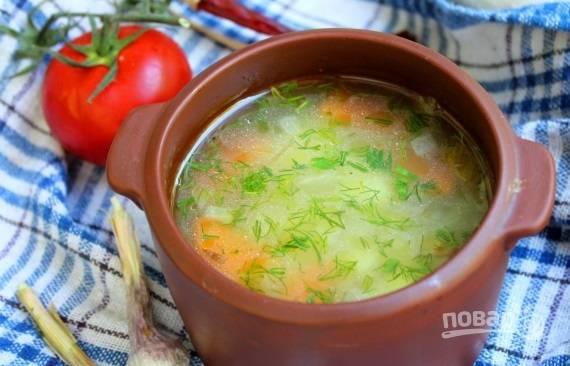 Через 20 минут варки на среднем огне суп будет готов. Добавьте в него зелень и перец по вкусу. Приятного аппетита!