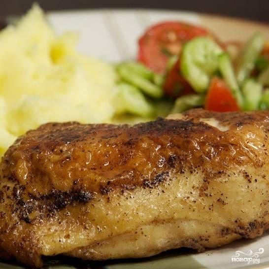 Жареные куриные ножки готовы. Подаем немедленно в горячем виде. Приятного аппетита! ;)