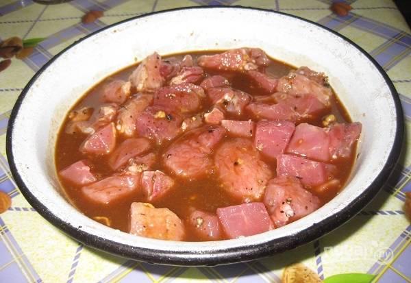 3. Выложите мясо в маринад и отправьте в холодильник.