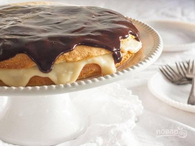 """11. Полейте глазурью и """"Бостонский торт"""" готов. Приятного чаепития!"""