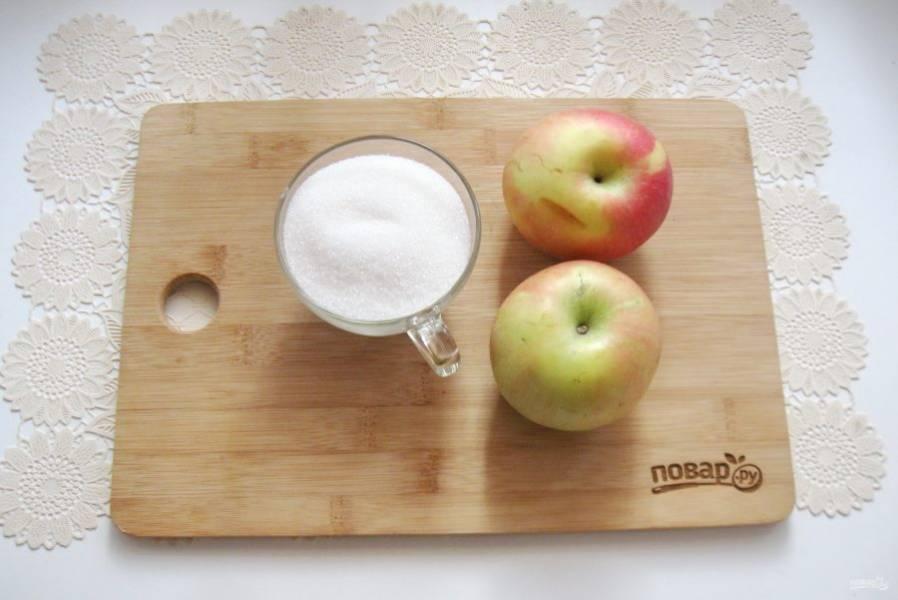 Подготовьте яблоки и сахар.