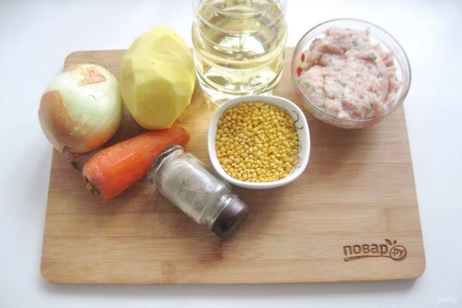 Подготовьте ингредиенты для приготовления супа с желтой чечевицей.