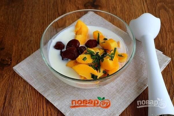 Соедините все ингредиенты в чаше блендера или глубокой миске, взбейте блендером до однородности.